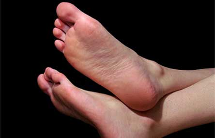 Burglar in Eastern China Foiled by his Stinky Feet