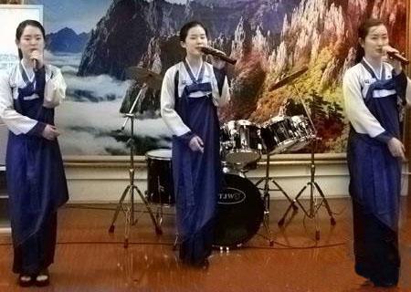 北京朝鲜餐厅的漂亮小姐月薪奇低只有两百元(图)