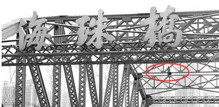 Guangzhou Man Climbs Bridge, Takes Off Shirt, Has a Nap