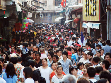 Han Chinese: Constructing the Largest Ethnic Group in the World