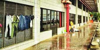 Chengguan Office Building Uses Sprinklers to Drive Away Homeless