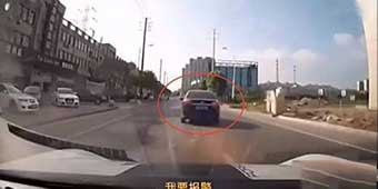 "A Woman in Jiangsu Rugao Yells ""Child Kidnapping"" and a Good Samaritan in Porsche Gave Chase"