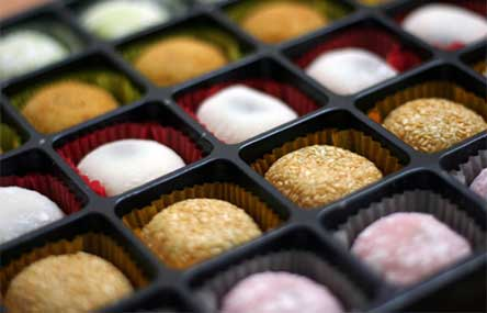 7 Amazing Things You'll Find in a Chinese Bakery