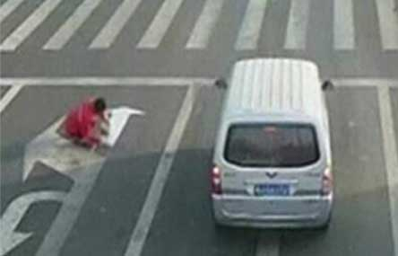 Chinese Man Fined for Painting Own Road Sign to Ease Commute