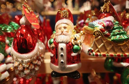Where to find holiday decorations christmas trees in for Christmas decorations where to buy